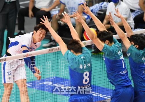 프로배구에서 6위로 밀린 삼성화재 2020.10.29. 김도훈기자 dica@sportsseoul.com