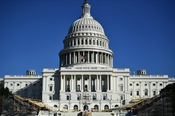미국 의회 의사당에서 내년 1월 20일로 예정된 대통령 취임식 준비가 한창이다. AFP=연합뉴스
