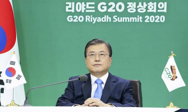 문재인 대통령이 지난 21일 오후 청와대에서 주요 20개국(G20) 정상회의에 참석해 있다. 연합뉴스