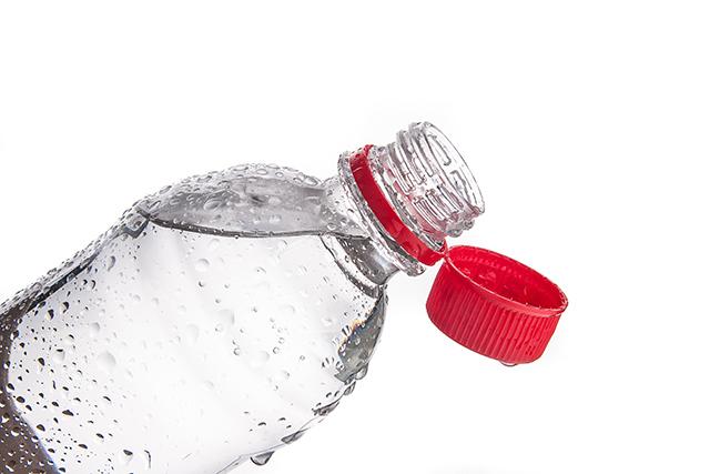 탄산수는 위 건강과 치아 건강에 부담을 줄 수 있어 물처럼 자주 마시지 않는 것이 좋다./사진=클립아트코리아