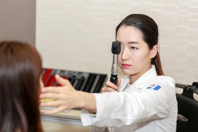 시력교정술로 인한 안구건조증을 예방하려면 사전 정밀검사를 통해 내 눈에 맞는 수술법을 선택하는 게 중요하다./사진=수연세안과 제공