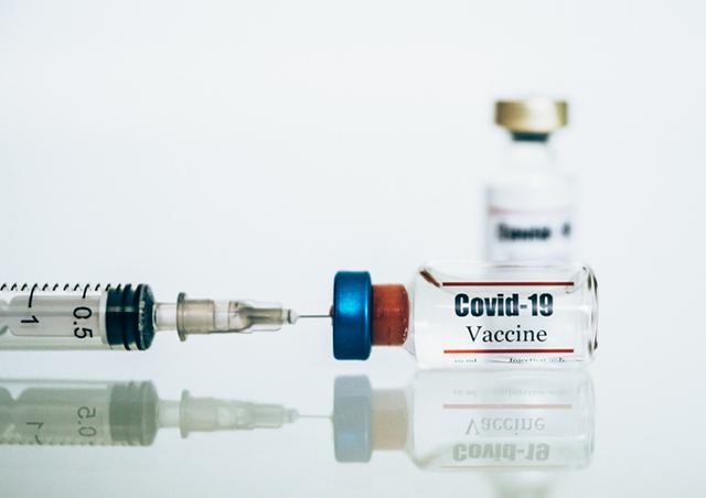 지난 24일 영국 제약사 아스트라제네카는 옥스퍼드 대학과 진행 중인 코로나19 백신 후보물질 'AZD1222'의 3상 임상시험에서 평균 70%의 면역 효과를 확인했다고 밝혔다./사진=게티이미지뱅크