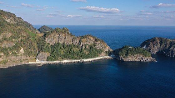 울릉도 해안을 따라 섬을 한 바퀴 돌 수 있는 일주도로 모습. 프리랜서 장정필