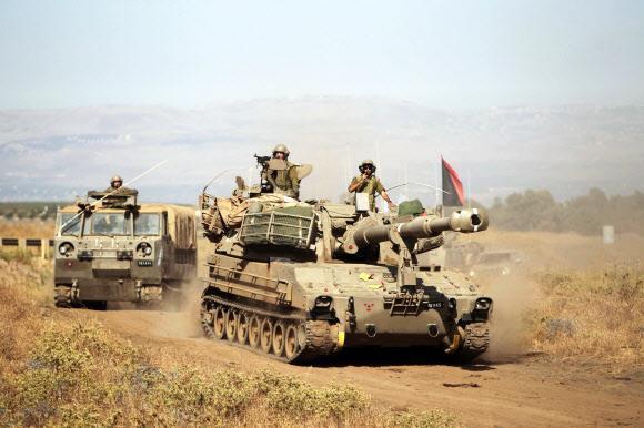전략적 요충지인 골란 고원에서 자주포와 차량으로 이동하는 이스라엘 병사들. 로이터 연합뉴스
