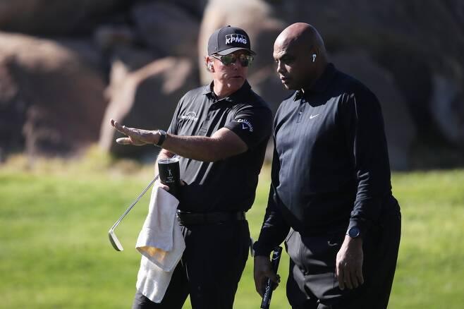 미컬슨(왼쪽)과 바클리. [PGA 투어 소셜 미디어 사진. 재판매 및 DB 금지]