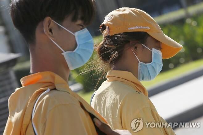 마스크 착용한 캄보디아 프놈펜 시민 [EPA=연합뉴스 자료 사진]