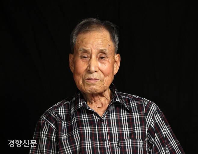 지난 2018년 7월 23일 전북 전주의 자택에서 촬영한 비전향 장기수 오기태 선생/정지윤기자