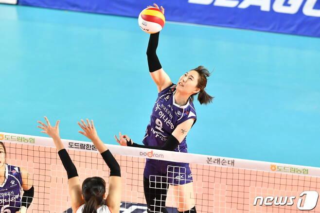 한국도로공사의 주장 박정아가 최근 좋은 활약으로 팀의 3연승을 이끌었다. (한국배구연맹 제공) © 뉴스1