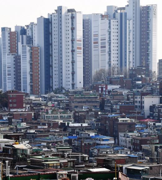 통계청의 가계동향조사 원시자료를 분석한 결과 올 3분기 전국주택의 평균 전세가는 2억 436만원으로 1년 전보다 8.1% 증가한 것으로 나타났다. 사진은 9일 서울 서대문구 북아현동 아파트 단지의 모습.오장환 기자 5zzang@seoul.co.kr