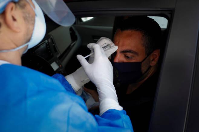 이마 보톡스 시술받는 남성. (사진=로이터)