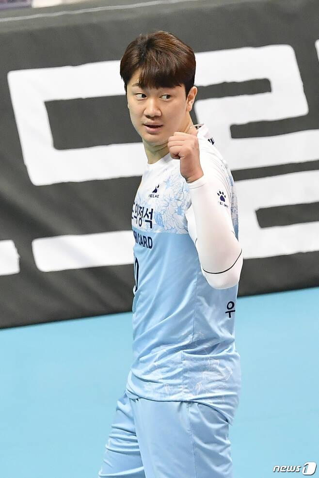 3주 만에 성공적으로 코트로 돌아온 우리카드 나경복. (한국배구연맹 제공) © 뉴스1