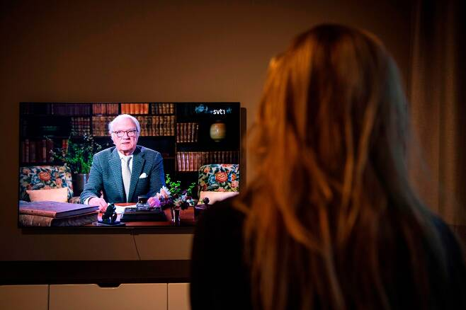 지난 4월 대국민 TV연설 중인 칼 구스타브 16세 스웨덴 국왕. /AFP 연합뉴스