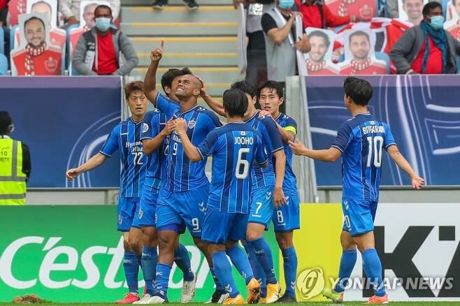 주니오(9번)의 득점 후 함께 기쁨을 나누는 울산 선수들. [AFP=연합뉴스]