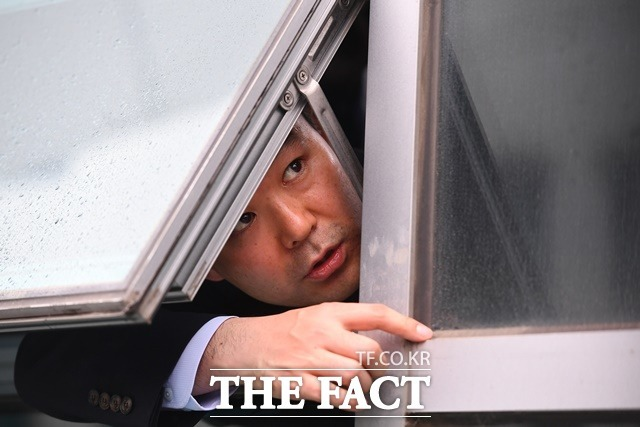지난 20대 국회에서 발생한 '패스트트랙 감금사건'을 두고 채이배 전 바른미래당 의원의 비서가 증인으로 출석했다. /뉴시스