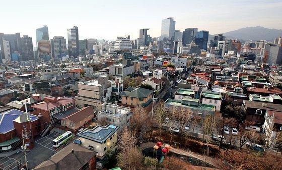 정부는 내년 주택 46만호, 아파트 기준 31만호를 공급할 계획이다. 사진은 강남구 주택가 모습. 연합뉴스.