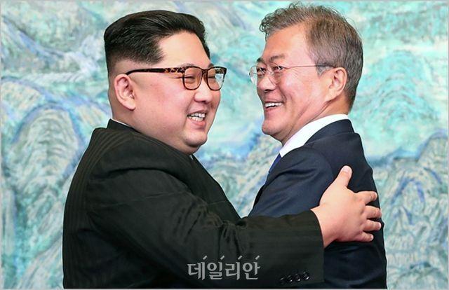 문재인 대통령과 김정은 북한 국무위원장(자료사진) ⓒ한국공동사진기자단