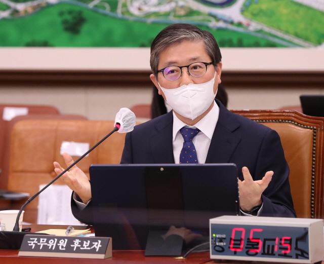 변창흠 국토교통부 장관 후보자가 지난 23일 국회 국토교통위원회에서 열린 인사청문회에서 답변하고 있다.
