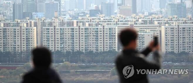 서울 응봉산에서 바라본 강남구 일대 아파트 모습 [연합뉴스 자료사진]