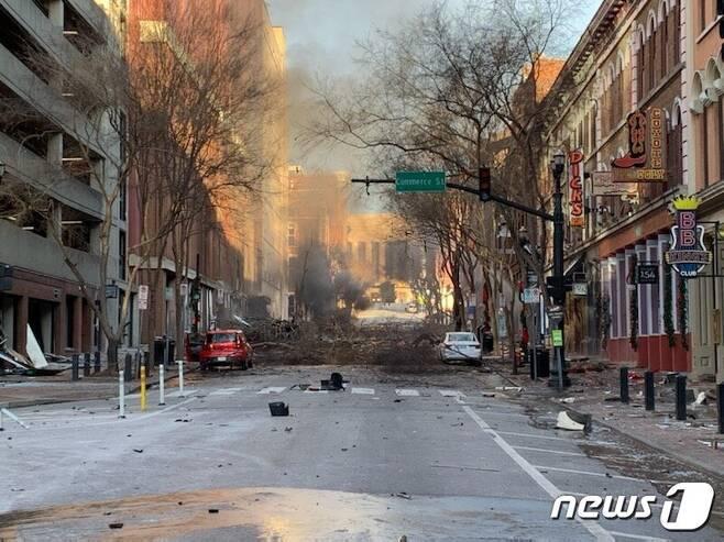 25일(현지시간) 미국 테네시주 내슈빌 시내에서 일어난 차량 폭발사고 현장 © AFP=뉴스1