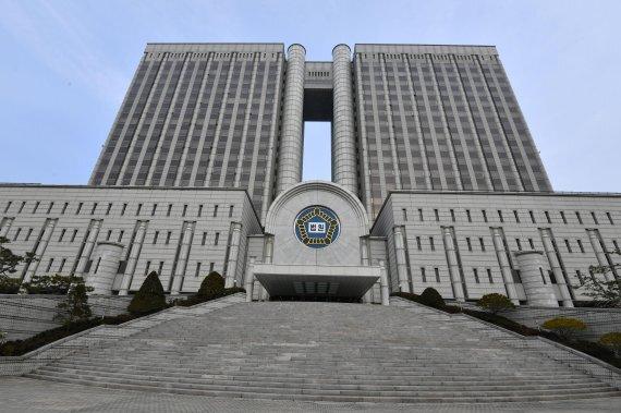 서울중앙지방법원이 이달 초 서초구 ㄴ성형외과 원장 곽모씨 항소를 기각하고 벌금 400만원을 선고했다. 사진=서동일 기자