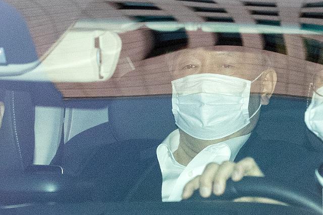 9일 만에 업무에 복귀한 윤석열 검찰총장이 25일 업무를 마친 뒤 서울 서초구 대검찰청을 나서고 있다. 뉴스1