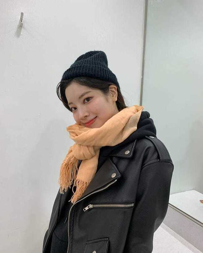 TWICE Dahyun flaunts her innocent lookOn December 30, TWICE official Instagram posted three photos of Dahyun without any phrase.Dahyun in the photo is casual with a black hood, a leather jacket and a fur hat. Despite the undecorating appearance, the innocent beautiful look attracts attention.The smile that is smiling shyly can not take off his eyes.On the other hand, the group TWICE, which Dahyun belongs to, released the digital single CRY FOR ME on December 18th and is actively active.