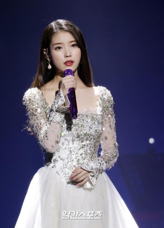 IU is showing off a wonderful stage at the 35th 2021 Golden Disk Awards with Curaprox digital music awards ceremony held at KINTEX in Goyang, Goyang, Gyeonggi Province on the afternoon of 9th day.35th 2021 Golden Disk Awards with Curaprox will be broadcast on JTBC, JTBC2 and JTBC4.
