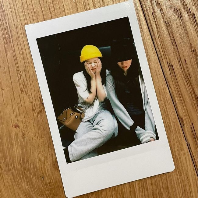 Group BLACKPINK (Index, Jenny Kim, Rose, Lisa) member Jenny Kim has unveiled the latest livestream Concert THE SHOW practice.On the afternoon of the 9th, BLACKPINK Jenny Kim posted a Polaroid selfie on her personal SNS, saying, I will meet you on January 31st.BLACKPINK Jenny Kim in the photo is showing a friendly atmosphere with the dancer in the practice room.Jenny Kim showcased her coo-an-coo fashion as she paired grey training pants with a white T-shirt and yellow beanie.In particular, BLACKPINK Jenny Kim captivated global fans with a look that showed various charms such as wrapping her face with both hands or frowning.Meanwhile, BLACKPINK, which includes Jenny Kim, is in the midst of preparing for the live stream concert THE SHOW (YG PALM STAGE - 2020 BLACKPINK: THE SHOW) held on the 31st.[Photo] BLACKPINK Jenny Kim SNS