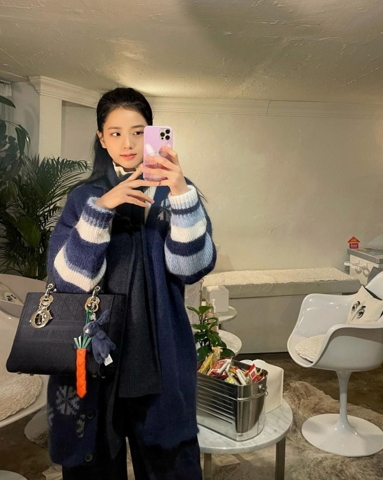 BLACKPINK Ji Soos beautiful look attracts attention.On the 10th, BLACKPINK Ji Soo posted a number of photos on his Instagram.BLACKPINK in the photo is taking various poses.His watery beautiful looks attracted netizens attention.On the other hand, BLACKPINK Ji Soo was selected as the 105th donation fairy on January 3, with 62,947,375 votes based on the enthusiastic affection of domestic and foreign fans.On the first weekend of the new year, Ji Soo, who celebrated his twenty-seventh birthday, was baptized by Fandom Blink.Ji Soo has been selected twice for the donation fairy so far and has achieved a cumulative donation of 1 million won.Donations to be delivered to the Mills Welfare Foundation in the name of Ji Soo are used for job support projects for the disabled.BLACKPINK will hold a fan signing of the 2021 Season Gritting, which will be held in video calls on January 5 ahead of the live stream concert YG PALM STAGE - 2020 BLACKPINK: THE SHOW, which will be held later this month, and meet global fans.1 Video and new media brand of entertainment media.