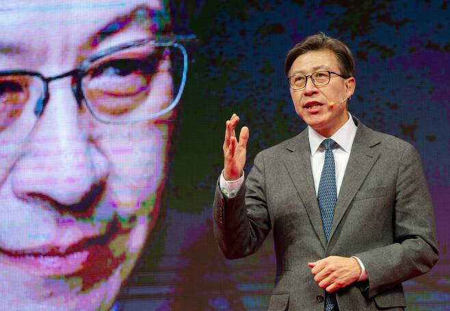 박형준 동아대 교수가 지난달 15일 오전 부산항 국제여객터미널 국제전시컨벤션센터에서 부산시장 보궐선거 출마를 선언하고 있다. [연합]