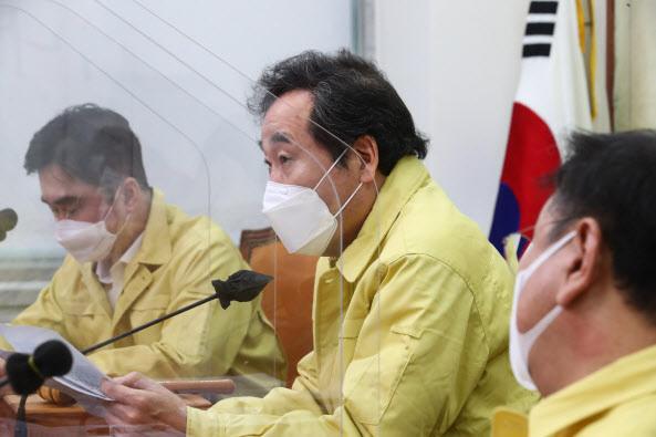 이낙연 더불어민주당 대표가 13일 국회에서 열린 최고위원회의에서 발언하고 있다. (사진=연합뉴스)