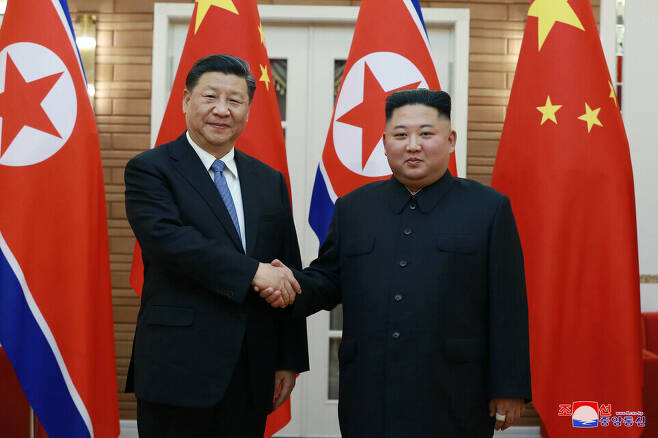 North Korean leader Kim Jong-un and Chinese President Xi Jinping shake hands in Pyongyang on June 20, 2019. (KCNA/Yonhap News)