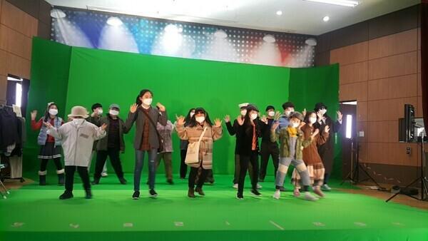 어린이 뮤지컬 <원주역, 조한알 할아버지>에는 장일순 선생의 모교이기도한 원주초교 '참빛어린이들'이 출연해 노래와 춤 공연을 펼쳤다. 무위당사람들 제공
