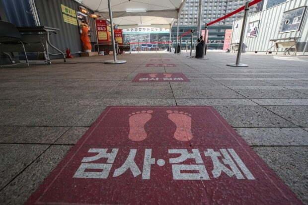 14일 오전 서울 중구 서울시청 신종코로나바이러스 감염증(코로나19) 선별진료소가 한산한 모습이다. /사진=연합뉴스