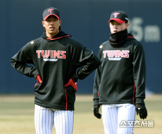 정우영 등 LG 트윈스 선수들이 2020년 3월 19일 서울 잠실구장에서 훈련을 소화하고 있다. 잠실 | 김도훈기자 dica@sportsseoul.com