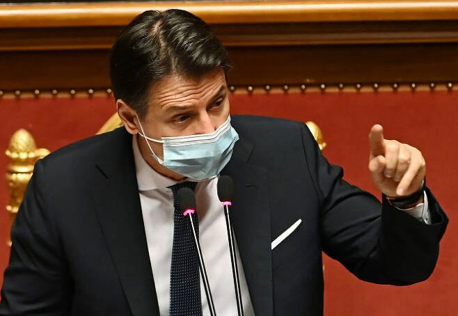주세페 콘테 이탈리아 총리가 화이자·AZ 측의 백신 공급 차질에 법적 대응을 예고했다(사진=AFP)