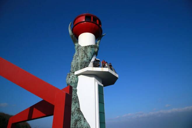 영덕 해맞이공원 창포말등대. 한국관광공사 제공