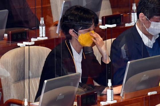 정의당 류호정 의원이 1일 국회 본회의에 참석하고 있다. 출처=연합뉴스