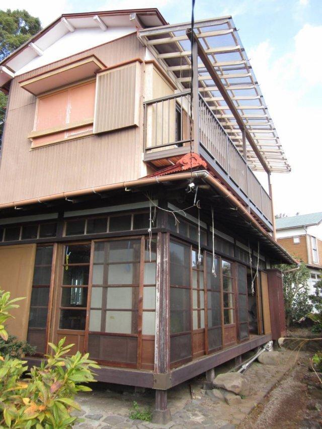 인구 감소와 도시집중으로 일본 전국에 방치된 빈집이 전체 주택의 13.6%인 846만 가구에 달한다. 자녀들에게 상속된 빈집은 팔리지도 않고 관리비만 드는 애물단지 취급을 받고 있다. 사진: 오다와라시 홈페이지