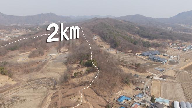 주민들은 야산으로 도주한 A  씨를 2km가량 추격하면서 근처 마을로 포위망을 좁혀갔다.