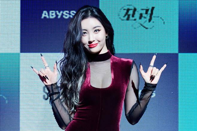 가수 선미의 새 싱글 '꼬리' 발매 온라인 쇼케이스가 23일 오후 2시 열렸다. 어비스컴퍼니 제공
