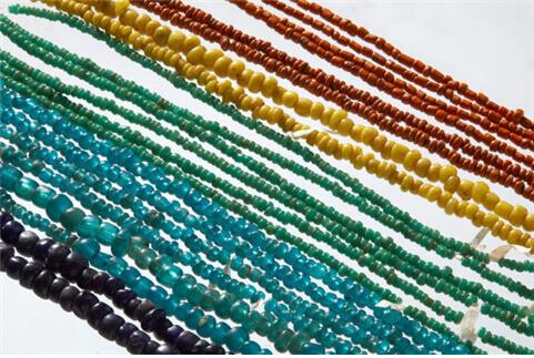 충남 공주 무령왕릉에서 출토된 6세기 초 백제시대 유리구슬들. 전형적인 인도-동남아산 계열의 수입품으로 추정된다.