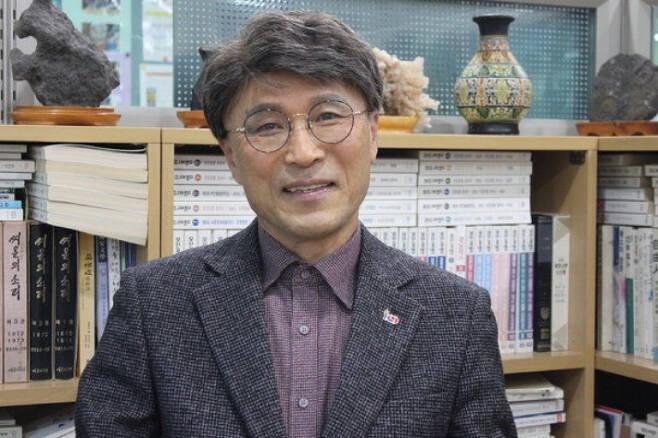경남작가협회 이사 이상익 시인. 이상익 시인 제공