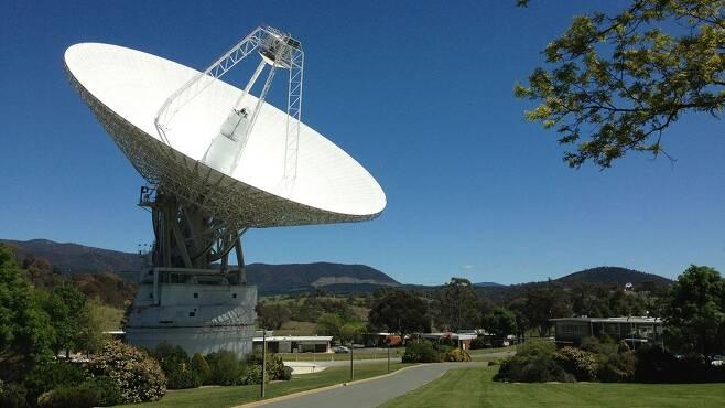 최근 성능 개선 작업을 완료한 DSN 캔버라 기지국 전파 안테나 [NASA/Canberra Deep Space Communication Complex 제공]
