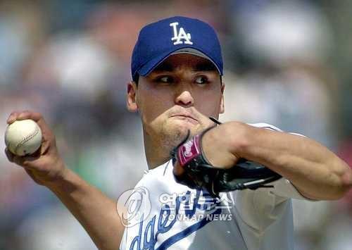 박찬호가 로스앤젤레스 다저스 유니폼을 입고 투구하는 모습 [연합뉴스 자료사진]