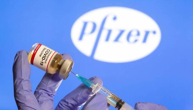 화이자-바이오엔테크가 공동으로 개발한 코로나19 백신/사진=로이터