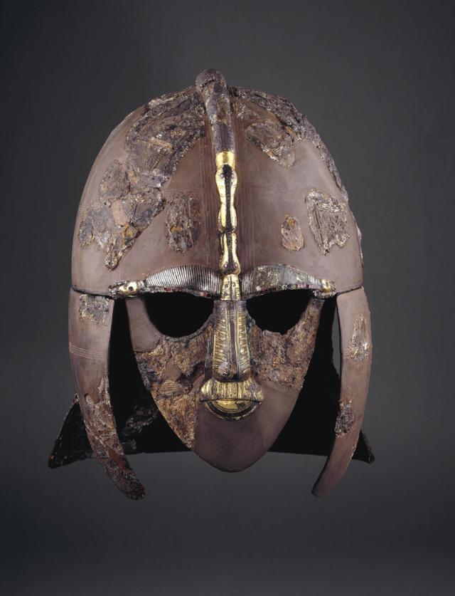 서튼 후 유적지에서 발굴된 헬멧. 출처 대영박물관 홈페이지