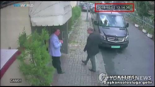 2018년 10월 사우디 영사관 들어가는 카슈끄지(오른쪽) [EPA=연합뉴스]