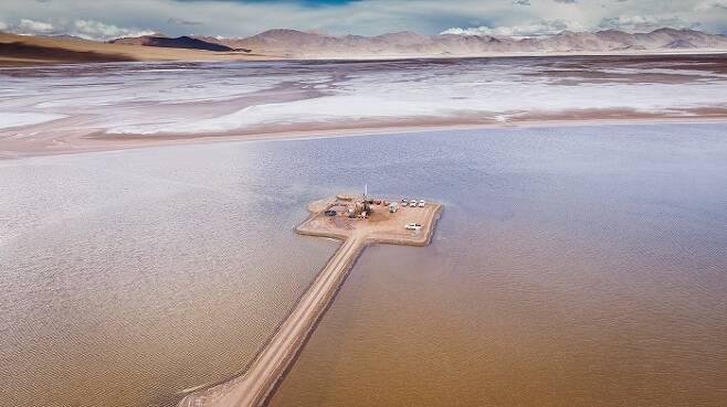 포스코가 아르헨티나 리튬 염호에서 탐사를 하고 있다.(포스코 제공)© 뉴스1