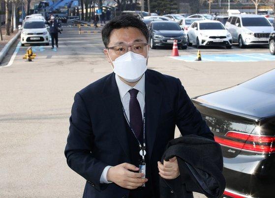 김진욱 고위공직자범죄수사처장이 3일 오전 경기 정부과천청사 공수처로 출근하고 있다. 뉴스1
